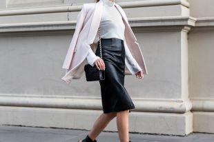 Модная юбка из экокожи: популярные фасоны от лучших дизайнеров