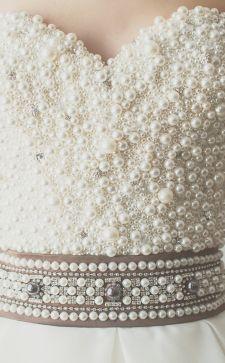 Как украсить платье: самые модные варианты