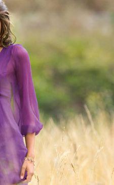 Фиолетовый цвет в одежде и его оттенки: модные образы для девушек