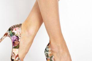 Туфли с цветами: необычные стильные луки