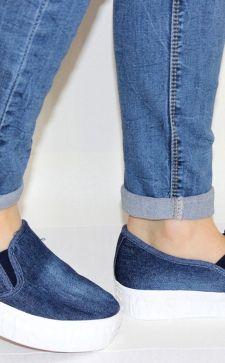 Женскую джинсовая обувь: с чем носить туфли и кеды из денима