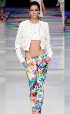 С чем носить модные узкие или укороченные брюки и джинсы