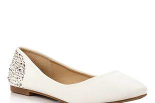 С чем носить белые балетки: повседневный и свадебный стили