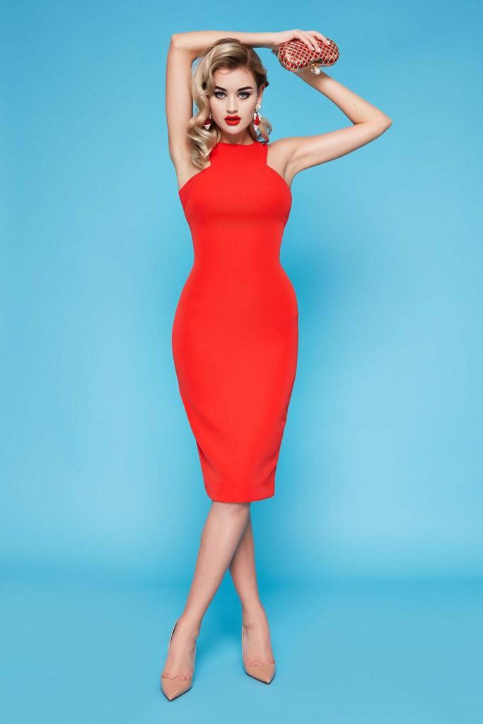 Красное прямое платье