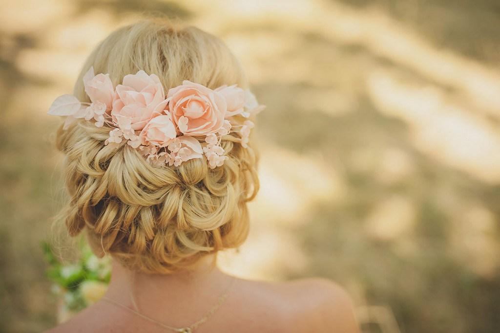 Свадебная прическа с розами