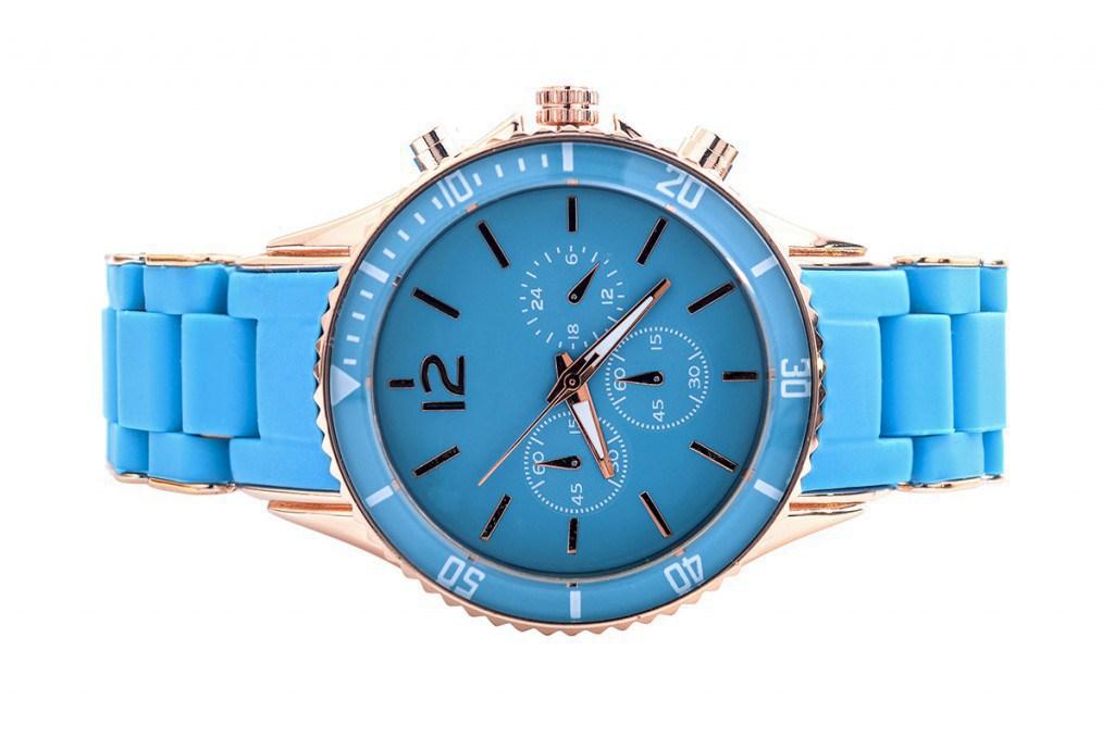 Пластиковые часы