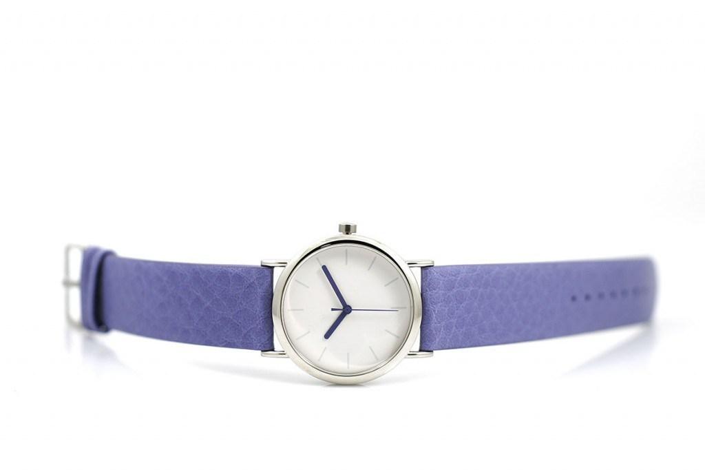 Часы с фиолетовым ремешком