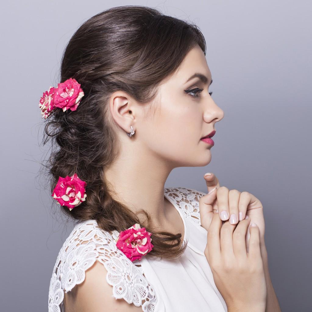 Прическа невесты с косой на средние волосы
