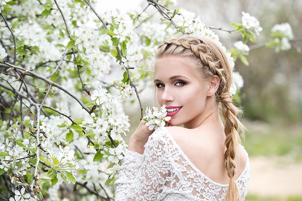 Прическа невесты с косой