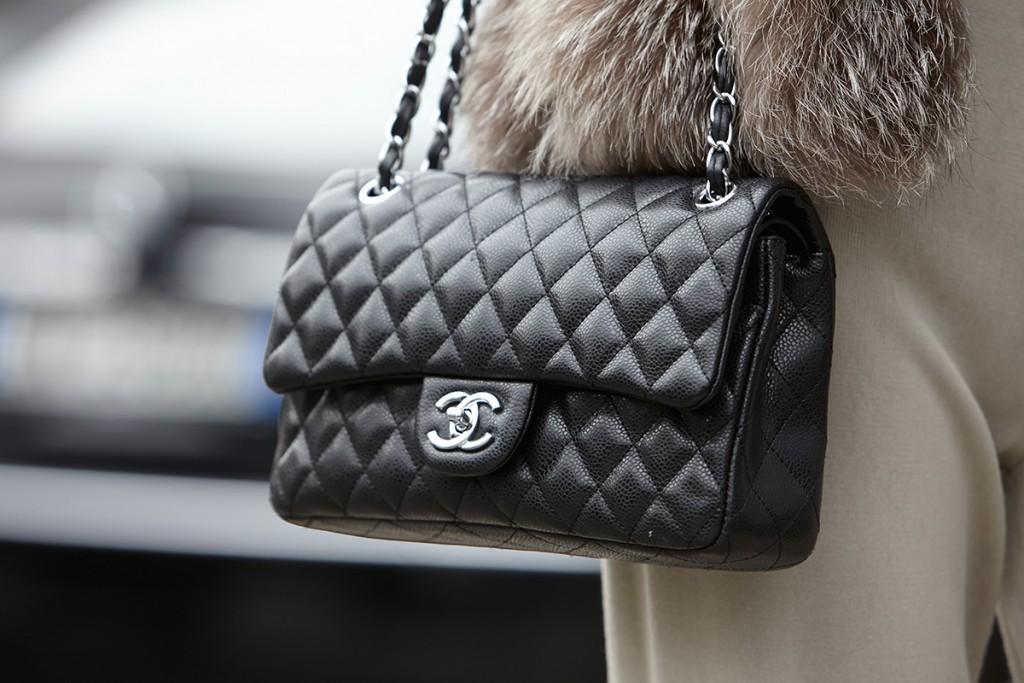 Черная кожаная сумка Chanel