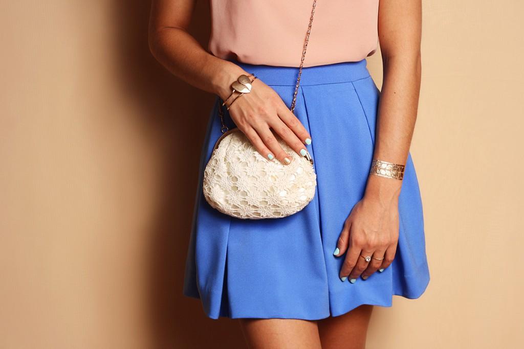 Белая сумочка на цепочке