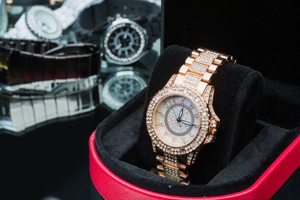 Золотые женские часы