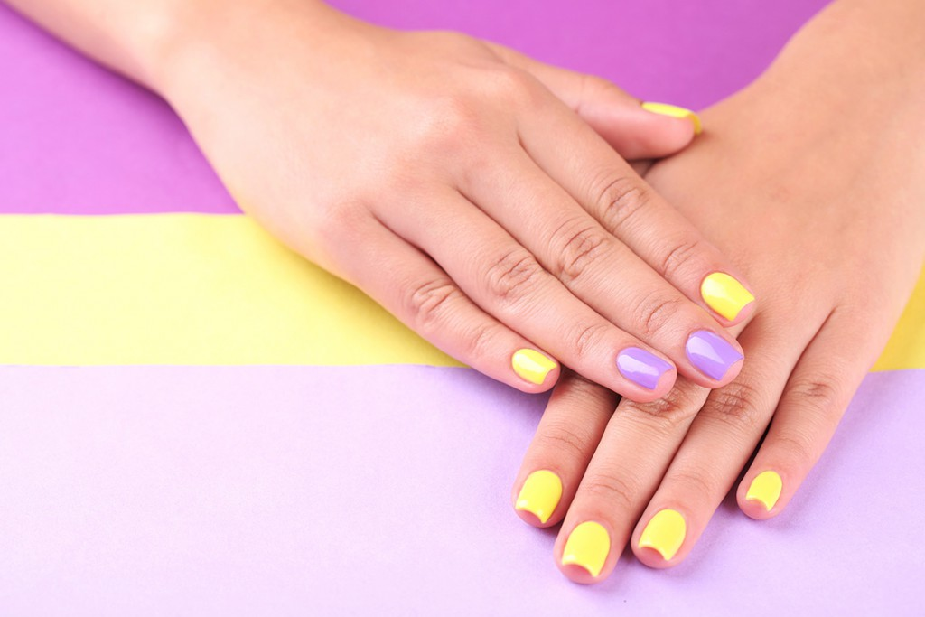 Фен-шуй маникюр желтый с фиолетовым