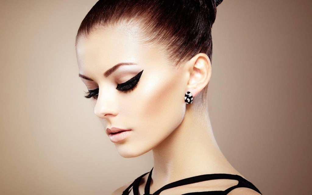 Вечерний макияж со стрелками