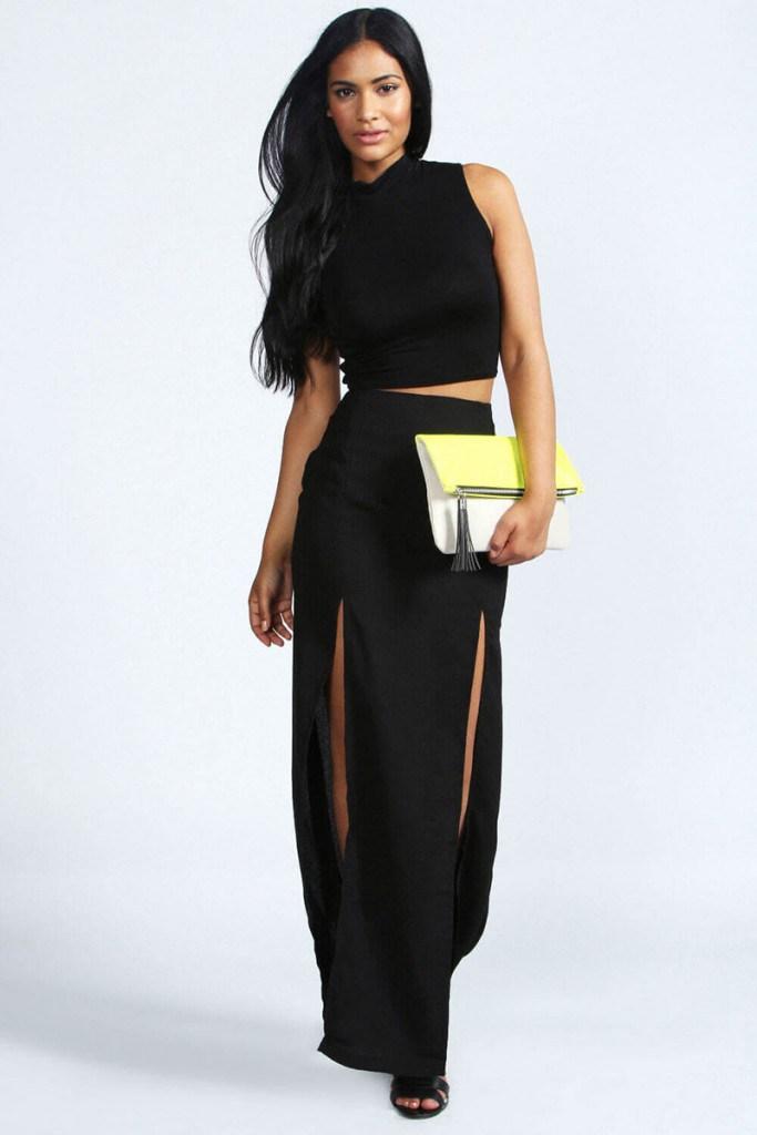 Черная юбка с высоким разрезом