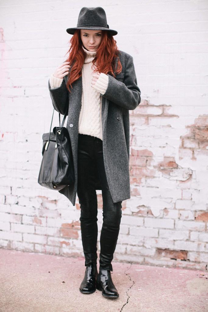 Ботинки челси с брюками и пальто