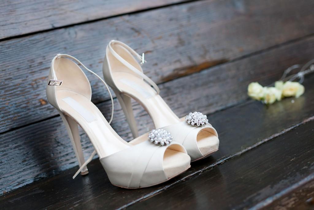 Свадебные туфли с брошками