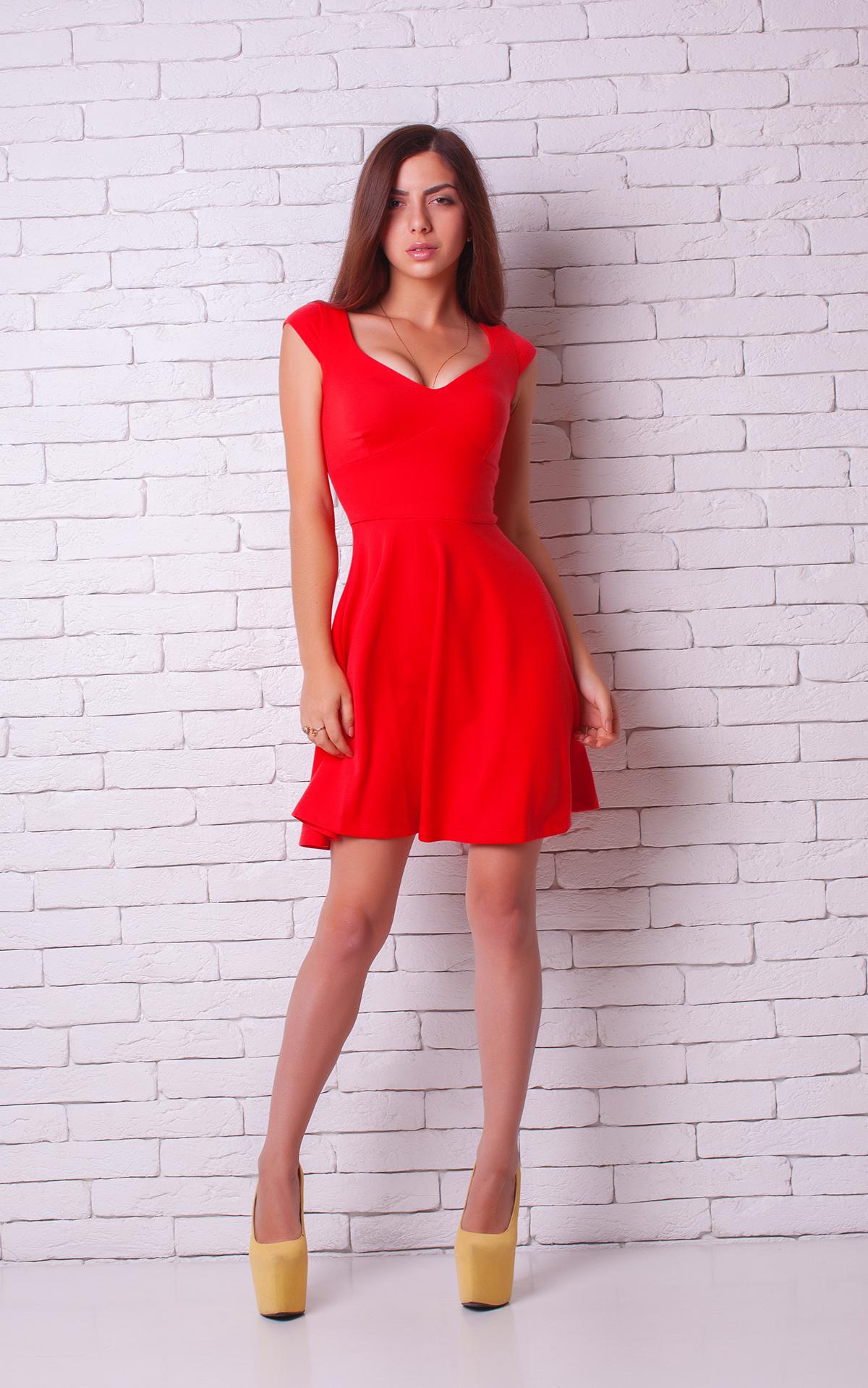 Платье красное с жёлтым