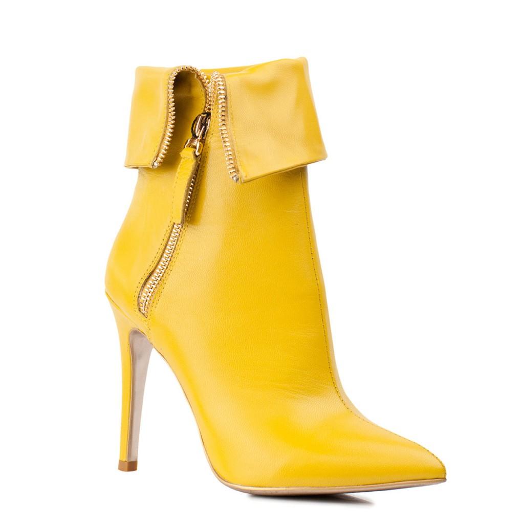 Желтые полусапоги на шпильке