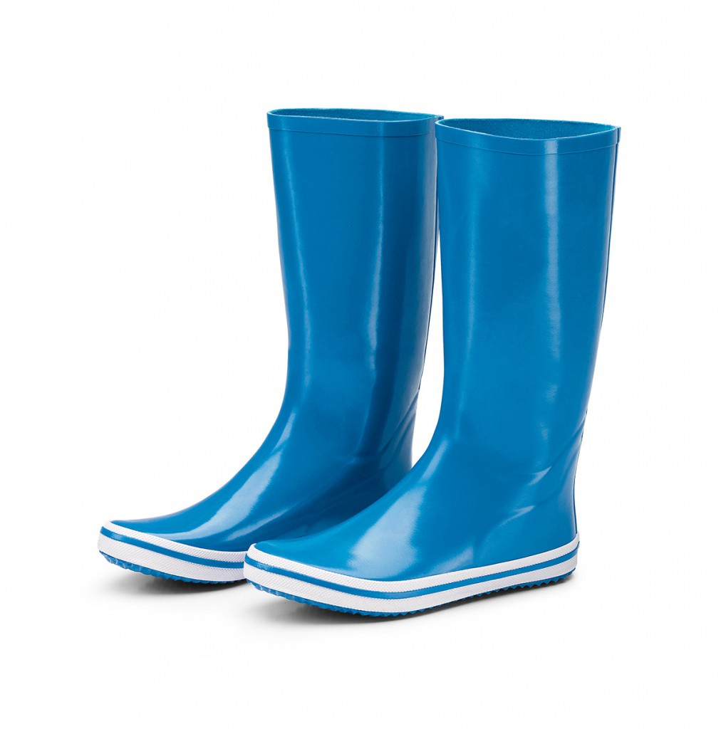 Синие резиновые сапоги
