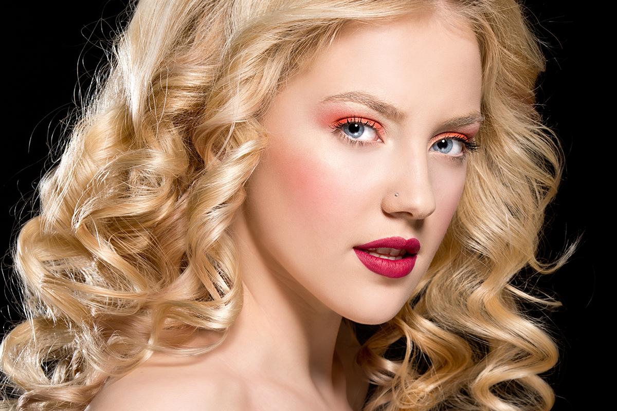 Макияж для блондинок с розовыми тенями