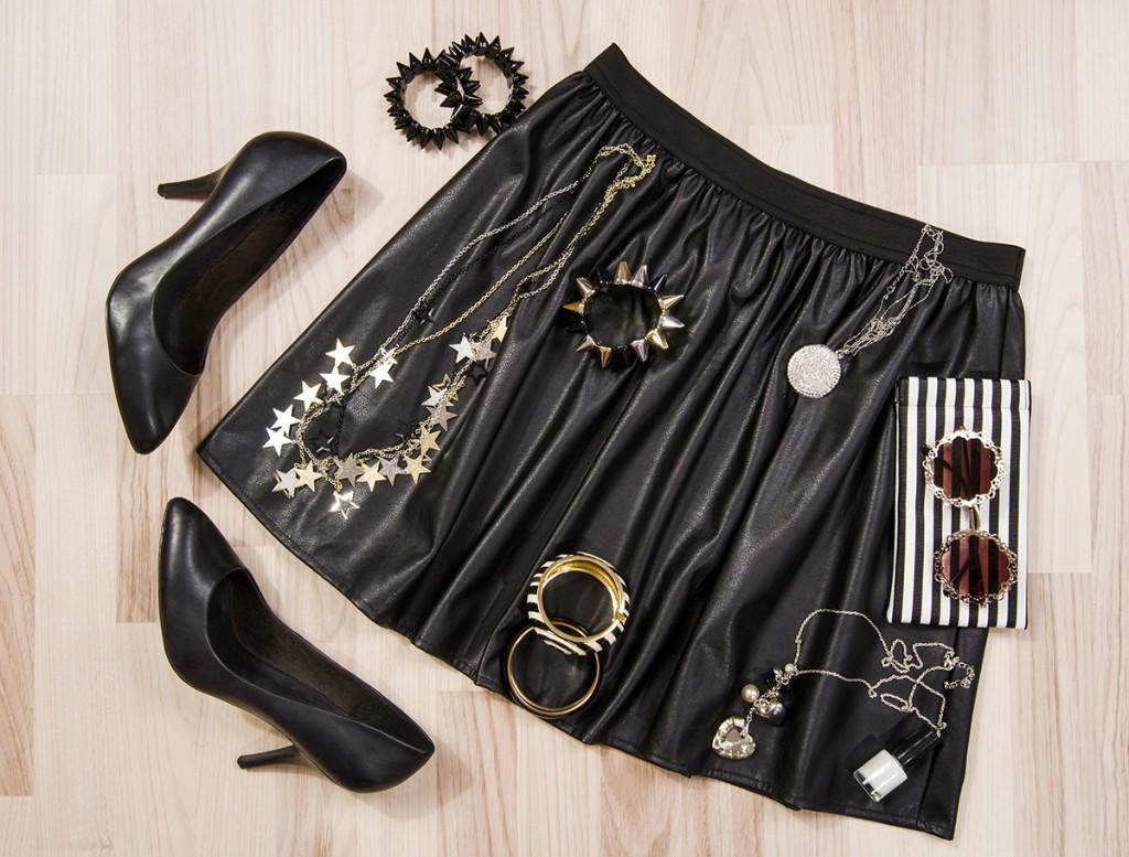Кожаная юбка с аксессуарами и обувью