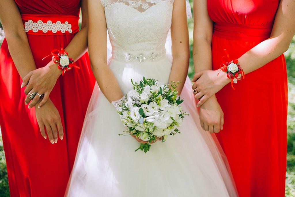 Платья подружек невесты классического кроя