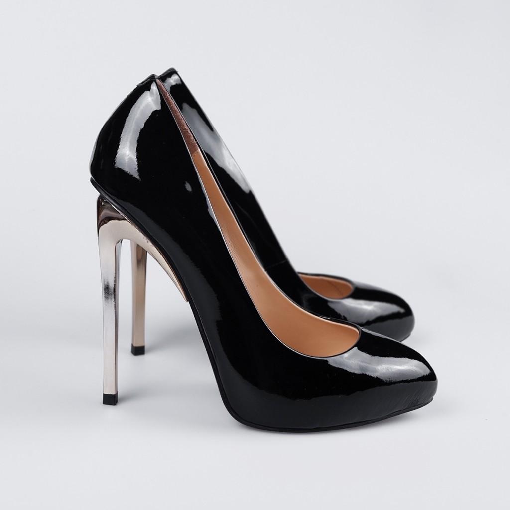 Черные лакированные туфли