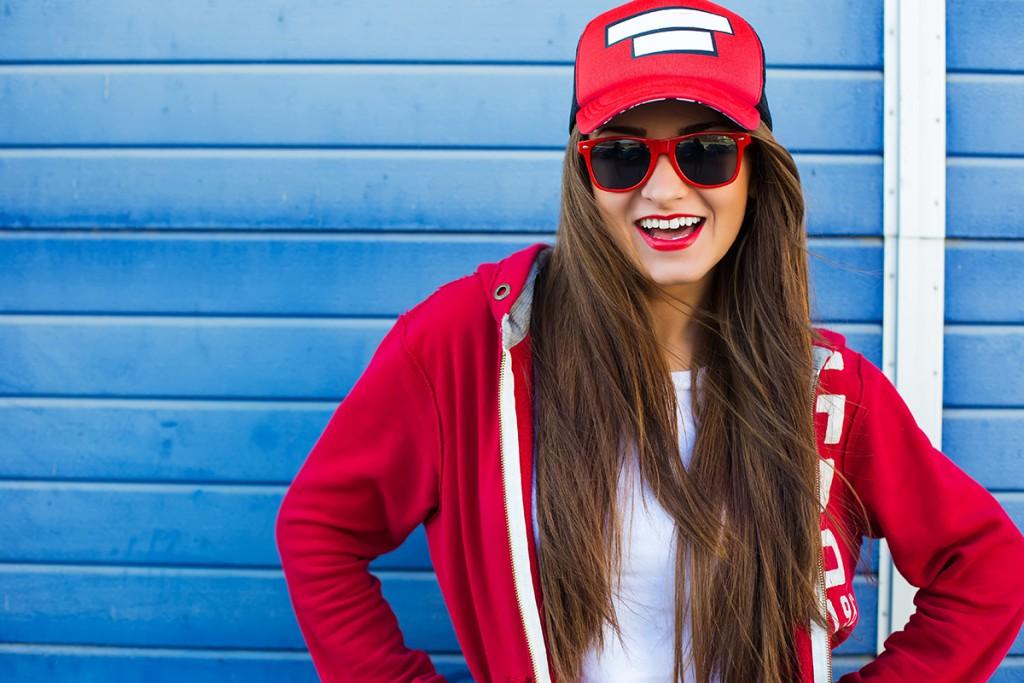 Солнцезащитные очки с красной оправой