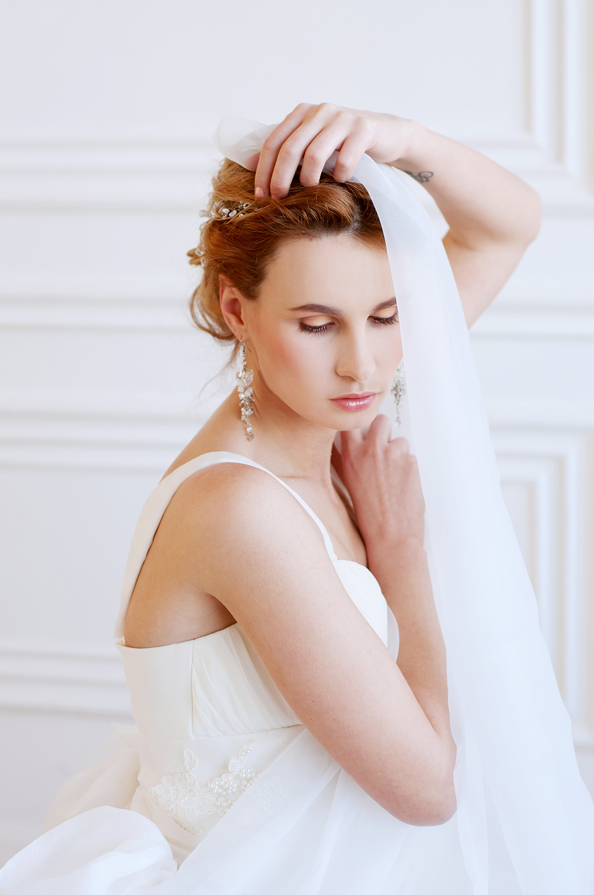 Свадебные причёски с фатой: тренды 2018 года, советы и модные 99