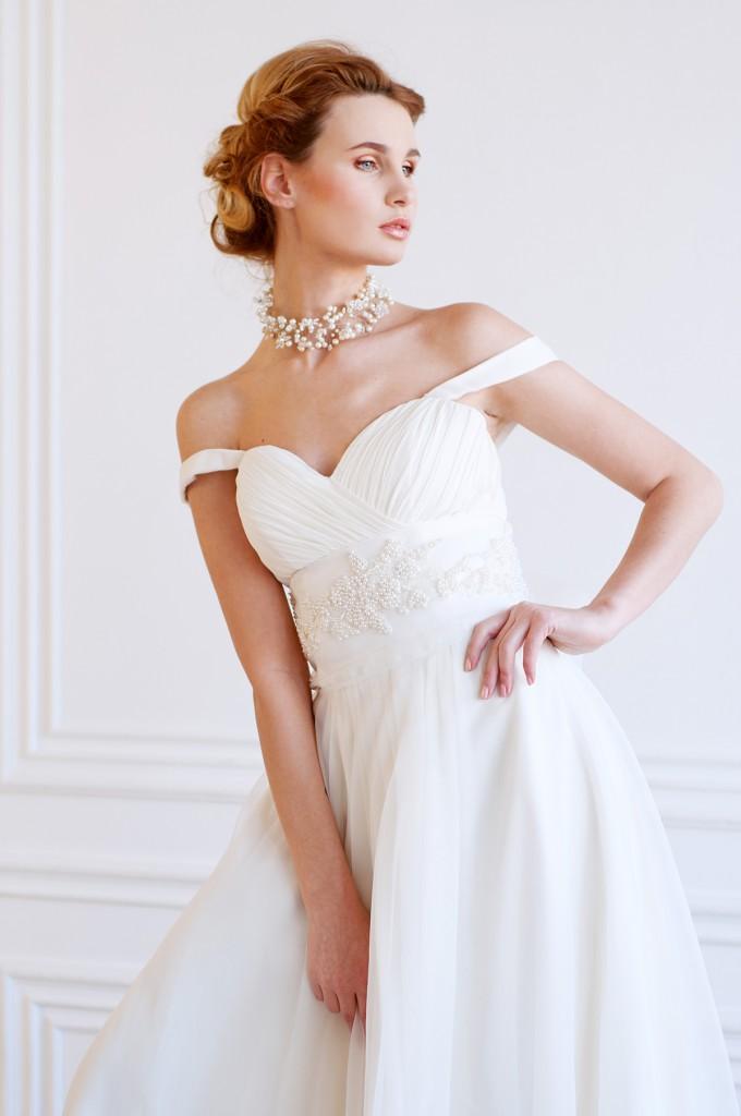 Свадебное платье с бретелями