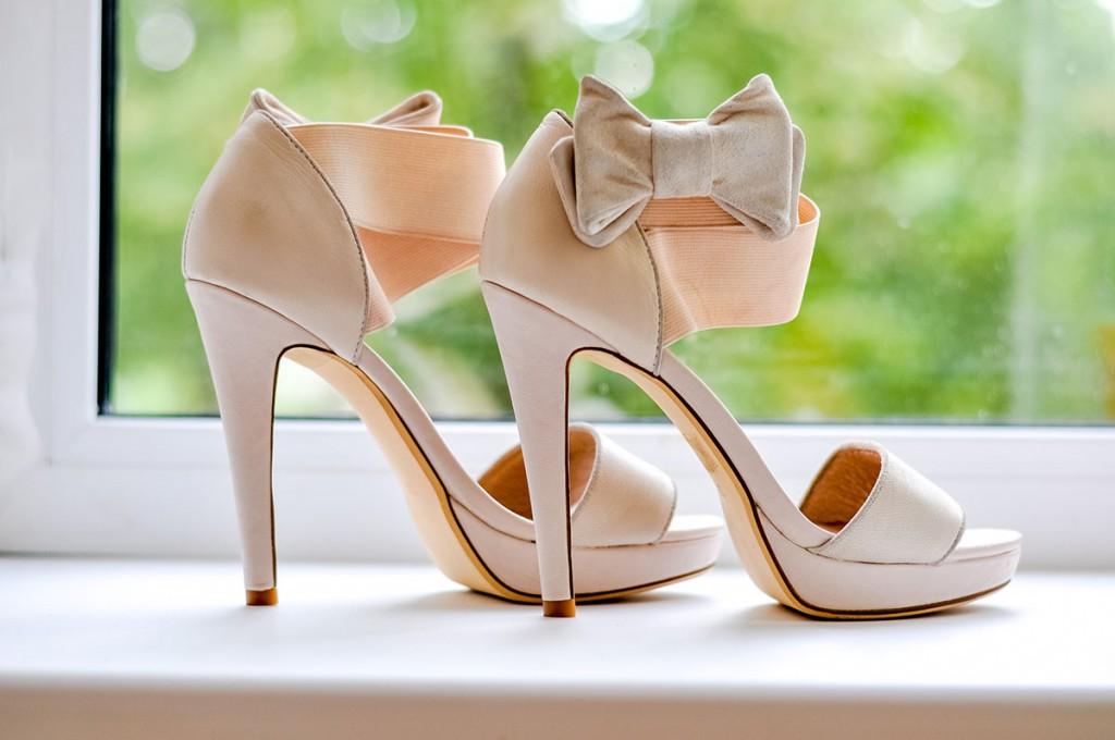 Бежевые свадебные туфли с бантами