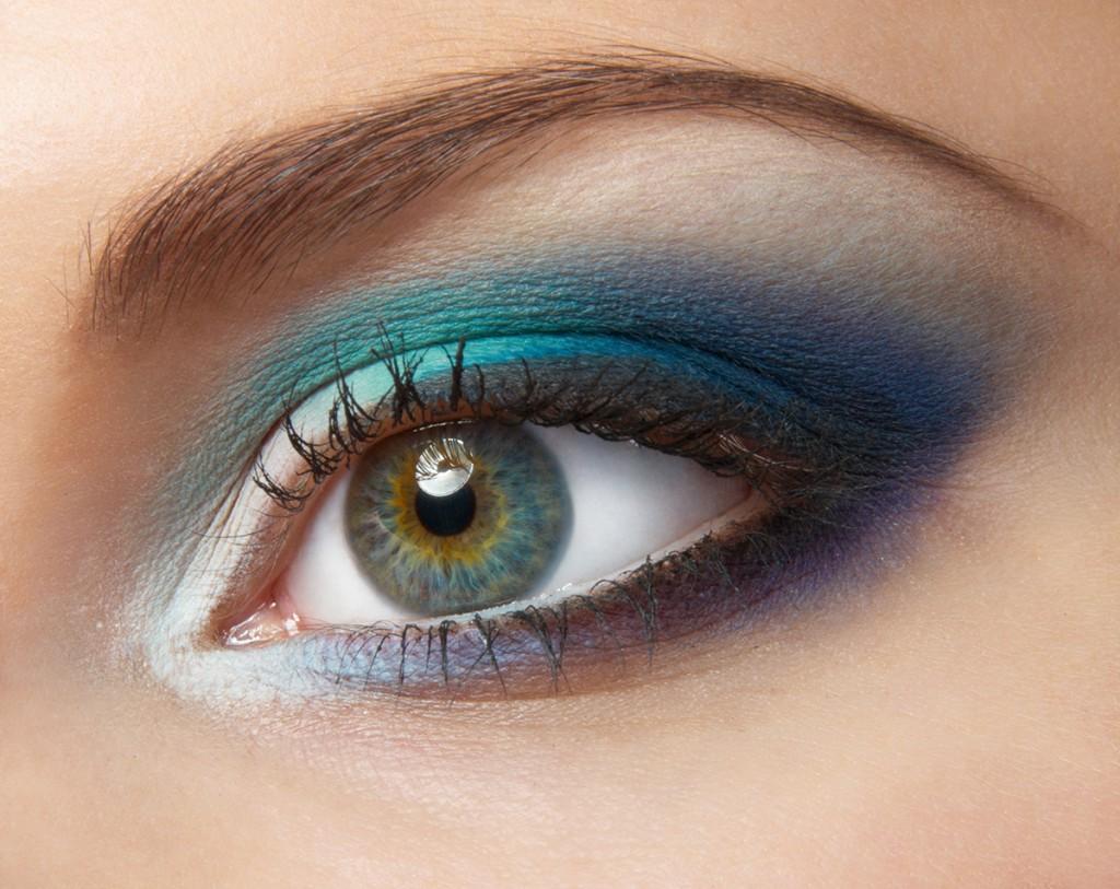 Увеличение глаз с помощью макияжа