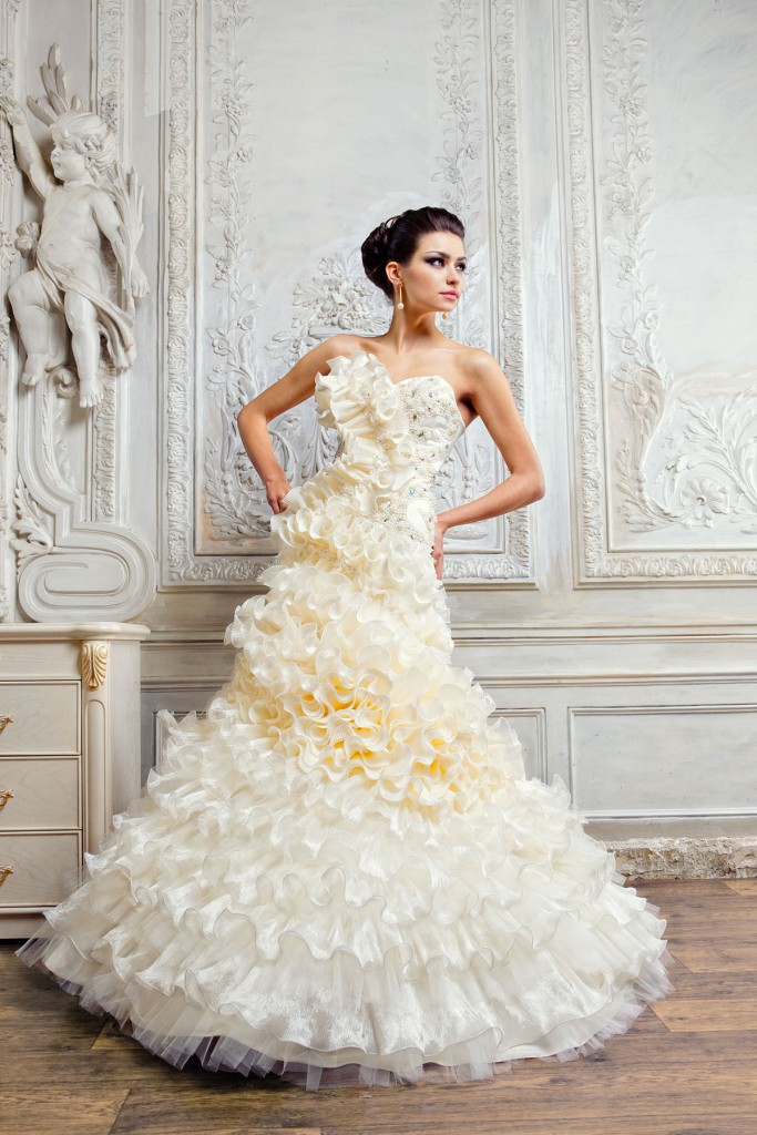 Свадебное платье с волнами