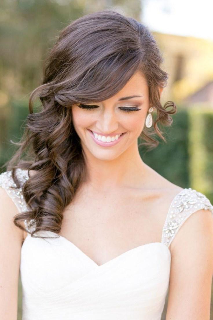 Свадебная прическа с челкой на бок на средние волосы фото