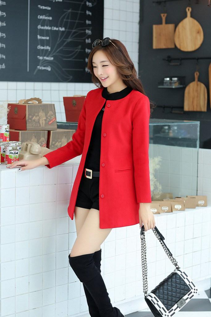 Красное пальто без воротника