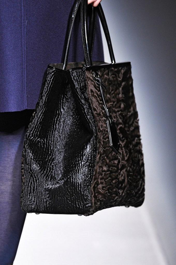 Модная черная меховая сумка