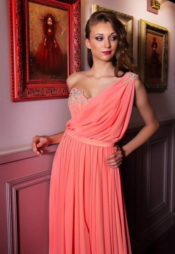 Греческое свадебное платье кораллового цвета