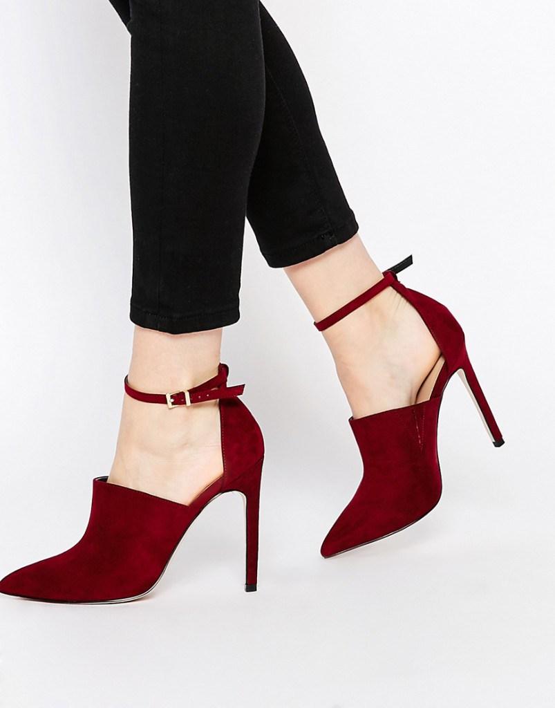 Бордовые туфли с ремешком