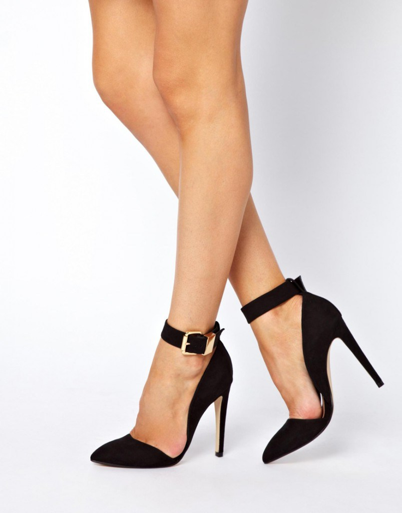 Черные туфли на шпильке с ремешками