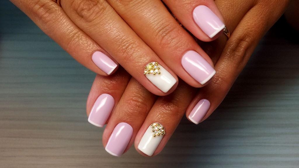 Розово-белый маникюр гель-лаком