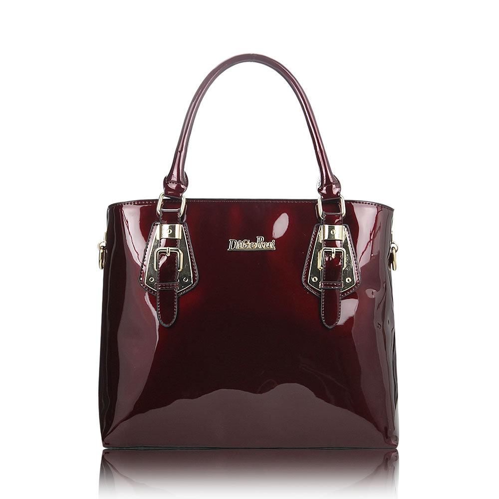 Бардовая лакированная сумка