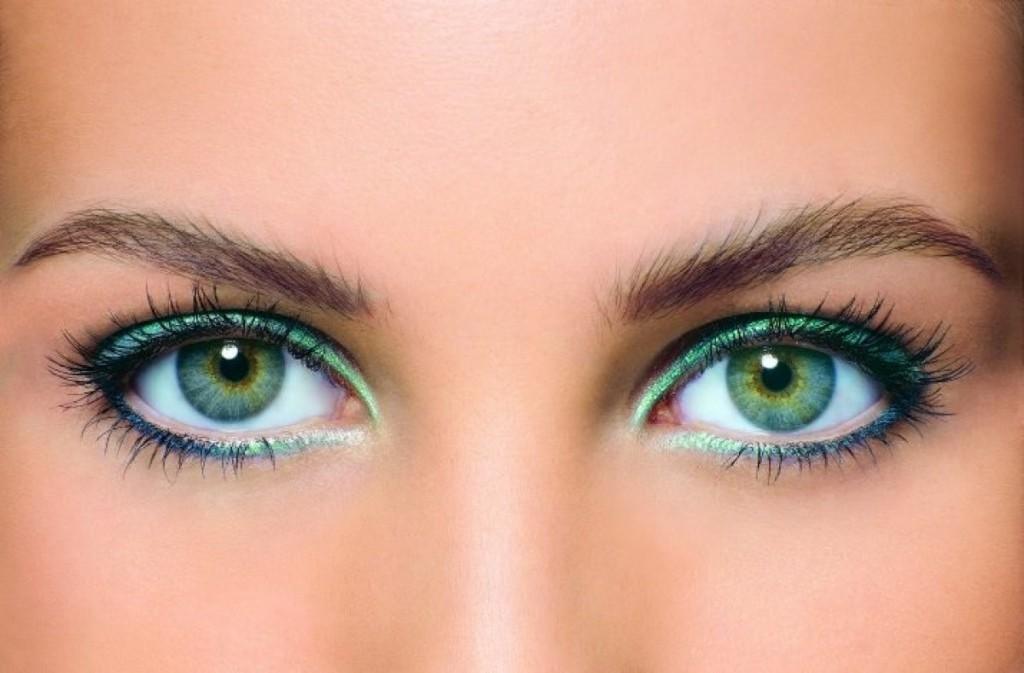 Стильный макияж для зеленых очей