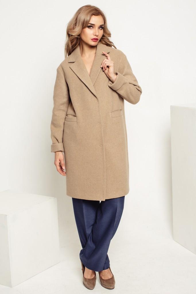 Бежевое мягкое пальто