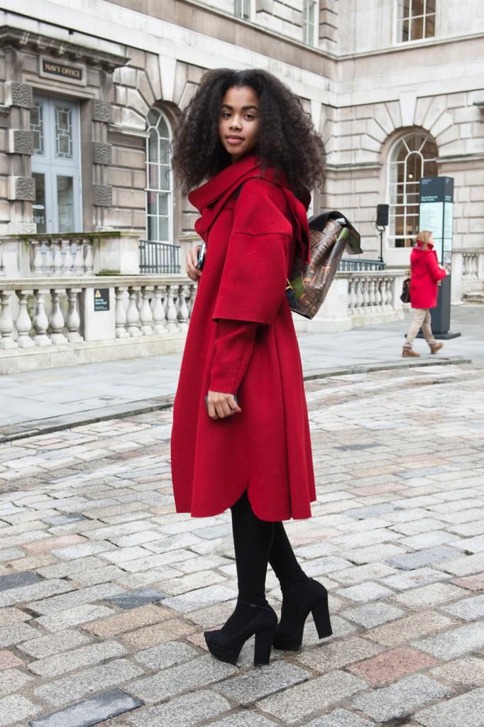 Красное пальто с туфлями