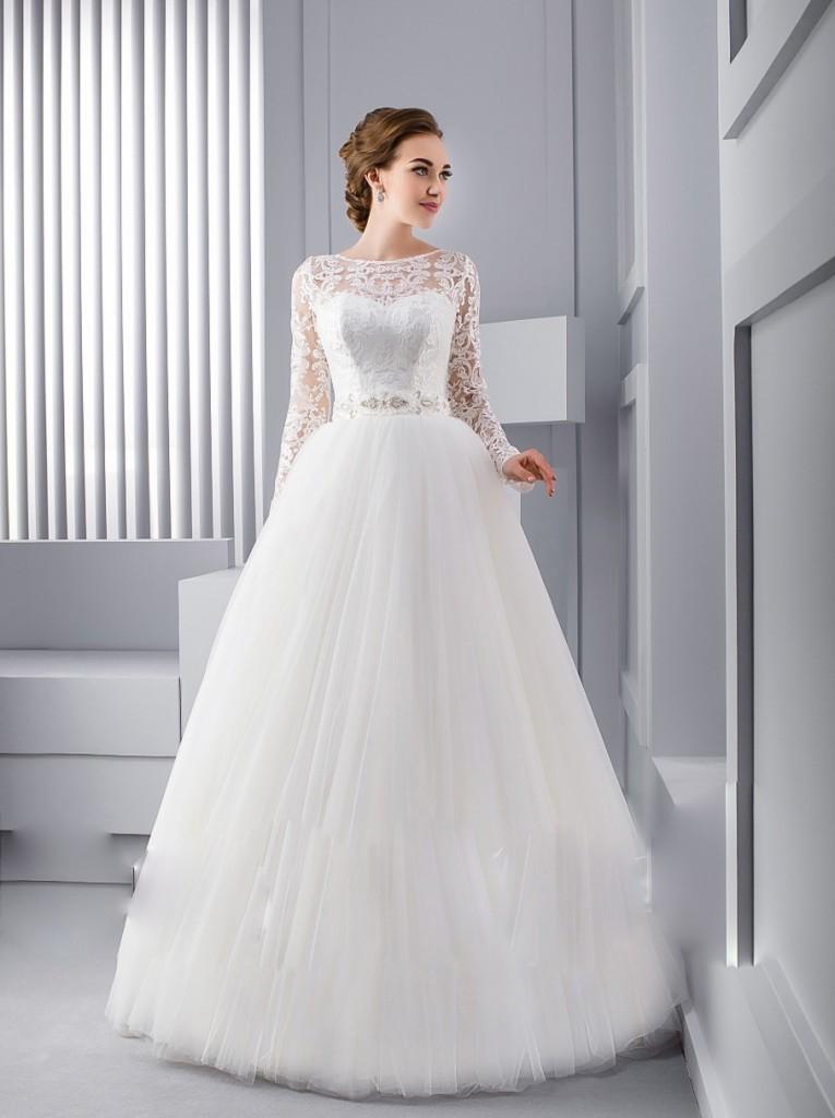 Пышное свадебное платье с кружевными рукавами