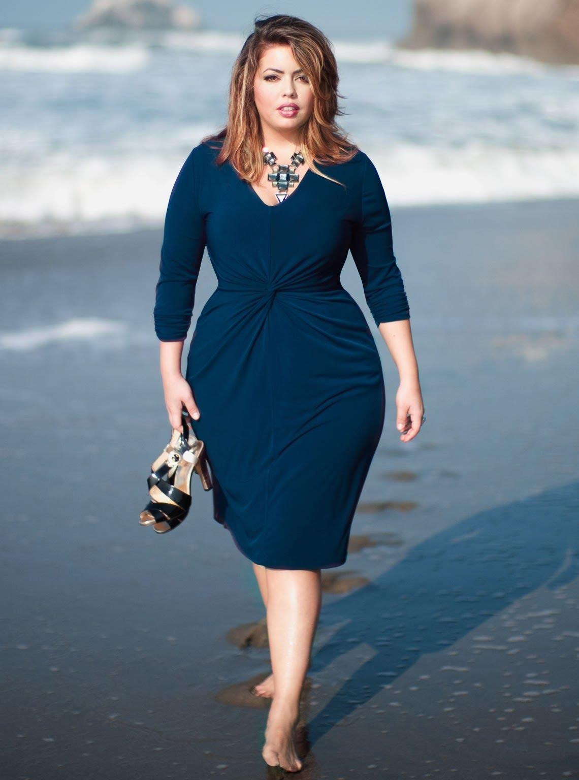 e14c8065075 Красивые фасоны платьев для полных женщин Красивое платье для полненькой  девушки ...