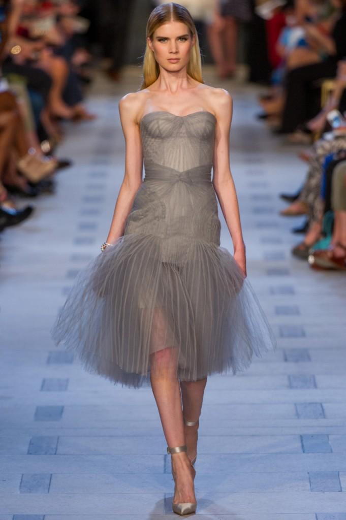 Серое коктейльное платье