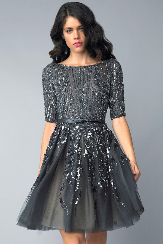 Серое коктейльное платье с вышивкой