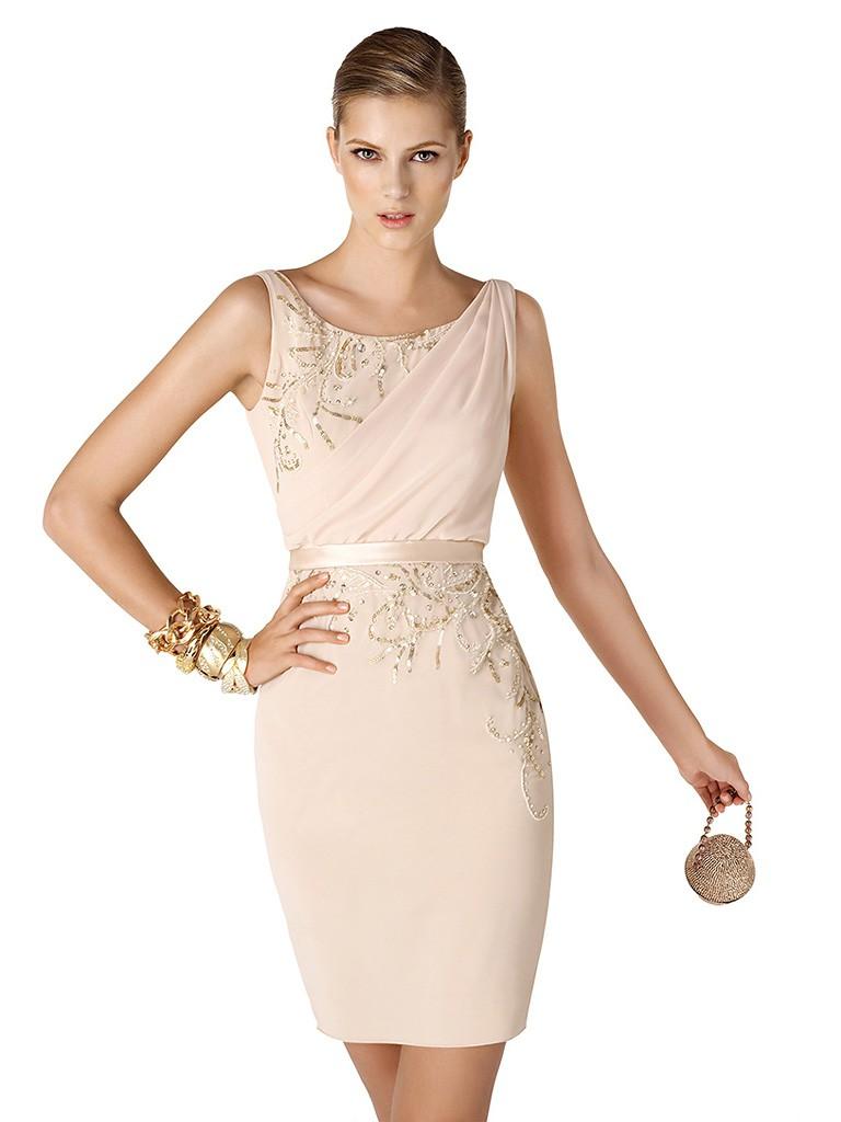 Светлое коктейльное платье